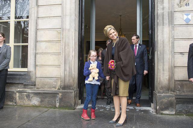 Cindy samen met Koningin Máxima aan het einde van de opening